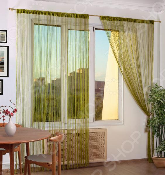 Домашний текстиль, в частности, шторы и гардины важная составляющая любого интерьера, ведь именно они делают помещение более уютным. Но как и любой другой элемент декора, шторы способны как подчеркнуть положительные стороны выбранного стиля интерьера, так и нарушить сложившуюся стилистическую и визуальную гармонию в вашем доме. С умом подобранные шторы способны преобразить вашу комнату, сделать её более светлой или уединенной, яркой или более спокойной, визуально больше или уютней.  Обновить интерьер теперь просто Штора нитяная Алтекс однотонная. Цвет: зеленый это идеальный вариант для вашей гостиной, спальни, гостевой. Прочная, но легкая кисея не только стильно оформит оконное пространство, но и позволит правильно расставить акценты в интерьере, скрыть небольшие недостатки в отделке. Такую штору можно как вешать на окна, так и разделять пространство в комнате. Особенность этой модели заключается в лаконичном дизайне и приятной цветовой гамме. Такая штора одинаково понравится ценителям классики и тем, кто следит за модными тенденциями!  Главная особенность и достоинство этой шторы заключается во внешнем виде. Нитяной дизайн и структура обладают рядом достоинств  сохраняет свой первоначальный внешний вид после многочисленных стирок, не линяя и не теряя насыщенность, яркость цветов;  не накапливает статического электричества;  приятный перелив нитей по всей длине смотрится элегантно и эстетично;  шторы легко обрезаются по длине ножницами. Для большей защиты от проникающего света в комнату рекомендуется навешивать несколько штук на один карниз. Благодаря своей структуре, шторы выглядят как одно целое. Кроме того, существует большое количество вариантов подхвата. При необходимости можно пришить тесьму.