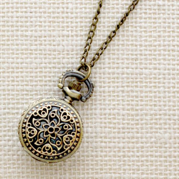 Кулон-часы Mitya Veselkov «Цветок и сердечки»
