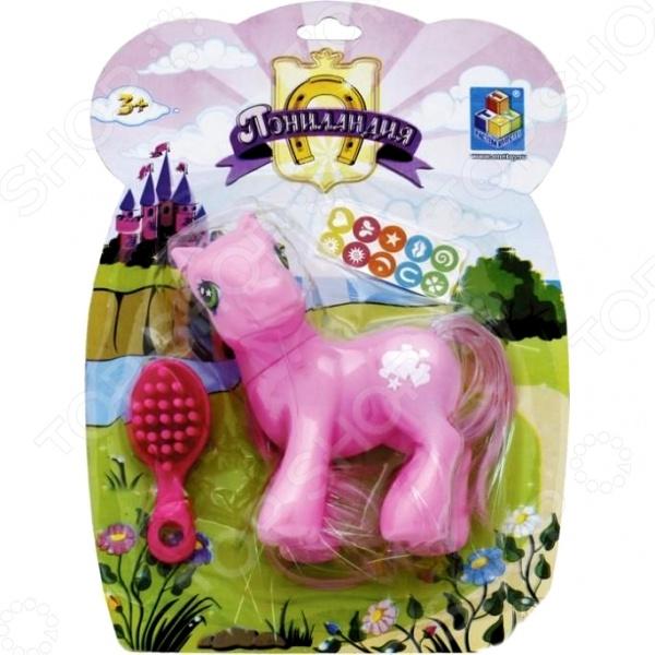 Пони с расчёской и наклейками 1 TOY Т52967 сказочная розовая лошадка, которая ждет внимания и заботы своей маленькой хозяйки. Цель игрушки подготовка ребенка к ответственности перед будущим щенком или котенком. Пони научит девочку усердию и внимательности, следить за внешним видом и быть аккуратной с мелкими деталями. В комплекте есть набор крохотных наклеек, которыми можно украшать лошадку, а также маленькая розовая расческа для гривы. Игровой набор подарит девочке положительные эмоции и радостные игровые моменты.