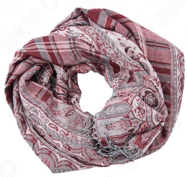 Шарф Fabretti Амалия это шарф, который представляет собой известную и популярную модель для всех возрастов, идеально подходит для стиля casual. Обладательницы этого чудесного изделия, могут накинуть шарф на плечи, шею или же накинуть платок на голову обернув кончики во круг шеи, вы получите при этом шарф и шапку.  Шарф жаккардового плетения из шерсти и вискозы.  Основной рисунок клетка.  По периметру шарф украшен узором в виде огурцов-пейсли, изящных веточек и характерным восточным орнаментом.  Края шарфа по ширине декорированы тонкими кисточками 7 см, из нити палантина.