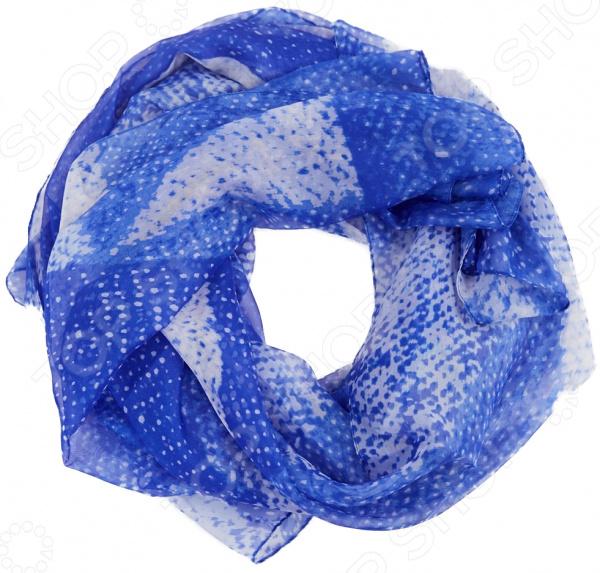 Палантин Sophie Ramage Варна аксессуар, который идеально дополнит ваш гардероб, поскольку хорошо сочетается практически с любыми нарядами. Вещь прекрасно смотрится и с повседневной одеждой, и с нарядами для торжественных случаев. Универсальный аксессуар: его можно повязать на шею, прикрыть плечи и руки, обернуть вокруг груди или талии, а также украсить сумку или платье.  Палантин из нежной воздушной ткани.  Модная расцветка с переходами цветов.  Швы обработаны по краям.  Уникальная модель, которая продается только в телемагазине Top Shop . Палантин сшит из приятной ткани, состоящей на 90 из шелка и на 10 из полиэстера. Рекомендуется особо бережная стирка при температуре 30-40 C .