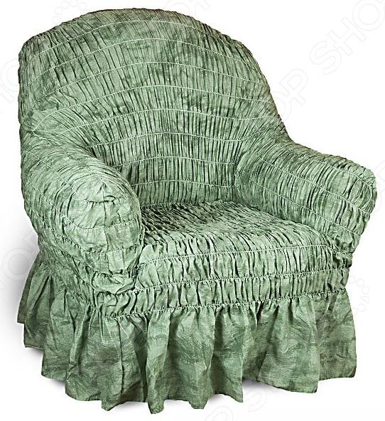 Кардинальное изменение интерьера Натяжной чехол на кресло Фантазия. Зеленый инновационный чехол, который даст вторую жизнь старой мебели, поможет ей засиять новыми цветами и кардинально преобразит интерьер. Чехол станет приемлемым выбором для тех, кто хочет грамотно расходовать средства, при этом не потерять в качестве. Модель бирюзового цвета, приглушенного оттенка, будет стильно смотреться в любой комнате. Стоит отметить, что чехол превосходно натягивается и садится на мебель за счет эластичных нитей, а также легкой, и воздушной ткани, которая придает визуальный объем. Поэтому надеть его на кресло не составит особого труда. Преимущественно садится на кресла стандартной формы и габаритов. Преимущества  Сделан из мягкой ткани, приятной на ощупь.  Прострочен эластичными нитями по горизонтали.  Обладает повышенной износостойкости.  Ткань не деформируется и не выцветает после стирки.  Материал не просвечивает.  Высокая степень растяжимости и усадки.  Его можно не гладить.  Защита мебели Сохранение чистоты и гигиеничности это немаловажная часть работы, с которой чехол с легкость справляется. Он используется не только трансформации интерьера, но и для защиты от пыли, пятен, а хозяев от необходимости регулярной чистки. А ведь оригинальную ткань от мебели не так то просто выстирать. Поэтому чехол будет не только красивым дополнением, но и необходимой мерой предосторожности. Ведь случаи бывают разные. Отстирать чехол можно в стиральной машинке при температуре 40 С без отжима. Пятна выводятся без проблем, без дорогостоящей химчистки. Также важно отметить, что такую ткань не обязательно гладить. Легко надевается на кресло и держит форму.  Одежда для вашей мебели Способов обновить старую мебель не так много. Чаще всего приходится ее выбрасывать, отвозить на дачу или мириться с потертостями и поблекшими цветами. Особенно обидно избавляться от мебели, когда она сделана добротно, но обивка подвела. Эту проблему решают съемные чехлы для мебели, быстро набирающие популярность в Рос