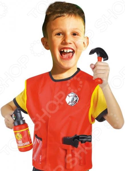 Ролевой костюм для мальчика Город игр с аксессуарами Пожарник замечательный комплект одежды, с которым любая игра станет значительно веселее и интереснее. Костюм может пригодиться для развлечений в домашних условиях и на утренниках в детском саду. Вместе с таким комплектом восприятие детских ролевых игр изменится кардинально, ведь он обладает массой достоинств:  Максимально приближен к реальной униформе;  Прекрасно детализирован;  Выполнен из качественных материалов;  Дополнен тематическими аксессуарами;  Отличается ярким продуманным дизайном.  Надев костюм, ребенок примерит на себя определенную роль. В процессе игры он проанализирует свои ощущения, определит, насколько комфортно чувствует себя в качестве работника пожарной службы или представителя любой другой профессии. Костюм для ролевой игры также поможет:  Улучшить навыки коммуникации;  Построить взаимоотношения со сверстниками;  Обыграть какую-либо жизненную ситуацию;  Развить воображение и фантазию;  Разнообразить игровой процесс;  Пополнить багаж знаний. Детский костюм для ролевых игр даст возможность вашему чаду окунуться в мир взрослых. Ведь дети так любят подражать старшему поколению, стараются во всем походить на него. Примерив на себя определенную роль, ребенок осознает степень ответственности, которую предполагает та или иная профессия. Это положительно скажется на его самоопределении и восприятии окружающего мира.  Подарите своему чаду замечательную возможность сделать игры интереснее, веселее и увлекательнее! В игровом комплекте вы найдете все, что необходимо для создания образа пожарника:  Накидка;  Огнетушитель;  Кирка;  Молоток;  Топор.