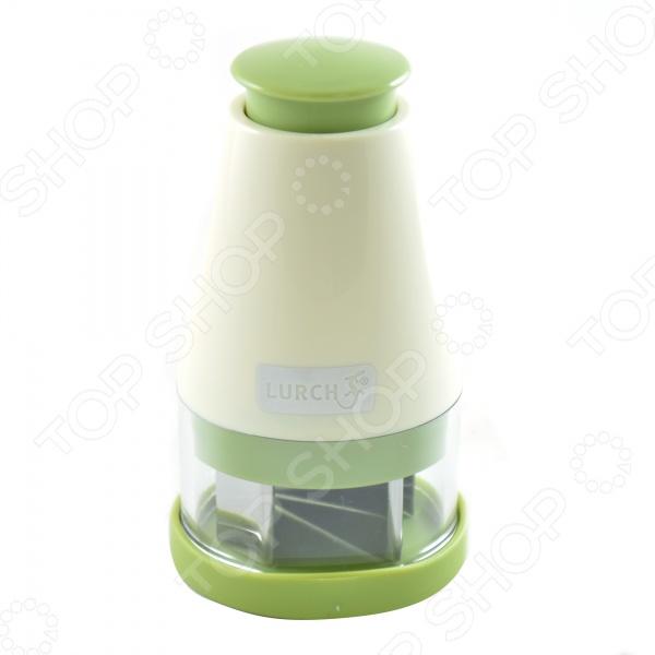 Мини-чоппер механический Lurch 221460 станет прекрасным помощником у вас на кухне. С помощью острых лезвий из нержавеющей стали вы сможете быстро и без особого труда измельчить необходимые ингредиенты до нужной консистенции. Удобная конструкция упростит использование. Такой слайсер станет незаменимым при приготовлении фруктовых салатов, помидоров с моцареллой или грибов. Преимущества:  Небольшой размер;  Быстрый процесс измельчения и нарезки.