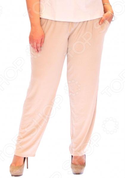 Брюки Матекс Нарциско удобная вещь для повседневного использования, сшитая из легкой эластичной ткани. За счет завышенной посадки эти брюки подчеркнут достоинства и скроют недостатки фигуры. Модель прекрасно смотрится с туфлями на каблуке и без.  Великолепные брюки свободного кроя.  Модель немного зауженная к низу.  Широкий пояс с завязками.  Удобные карманы. Штаны сшиты из полотна, состоящего на 95 из вискозы и на 5 из полиэстера. Ткань быстро высыхает после стирки и не мнется. Даже после длительных стирок и использования эти брюки будут радовать вас своим качеством.
