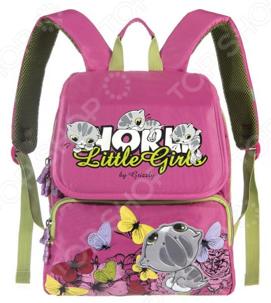 Рюкзак школьный Grizzly RA-545-4 это отличный рюкзак, в который можно без труда сложить тетради, блокноты, журналы и другие вещи. Оснащен клапаном, двумя основными отделениями, передним объемными карманом на молнии, объемным пеналом на передней стенке. Такой рюкзак непременно станет отличным помощником для ребенка, а также модным аксессуаром.  Преимущества  Анатомическая спинка равномерно распределяет тяжесть и препятствует развитию сколиоза.  Плотные стенки защищают хрупкие вещи от повреждения при падении.  Вместительное внутреннее отделение удобно размещать учебники, большие рабочие тетради и папки формата А4.  Укрепленные лямки.  Дополнительная ручка-петля. Сам рюкзак сделан из прочного таслана, который отличается своей плотностью, прекрасной устойчивостью к истиранию и воздействию атмосферных изменений. А лямки и спинка позволяют равномерно распределить вес на спину. Так носить рюкзак станет намного удобнее, а спина и плечи не пострадают от лишней нагрузки.