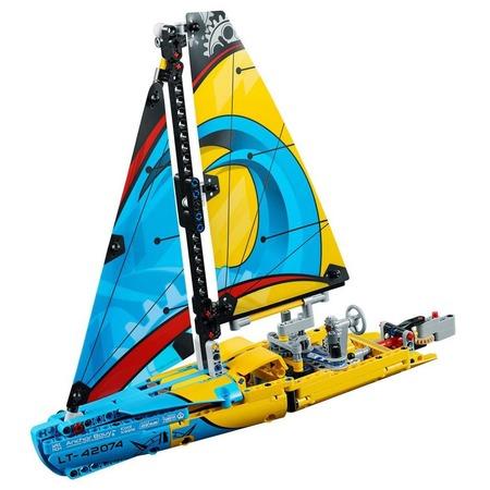 Купить Игровой конструктор LEGO Technic «Гоночная яхта»