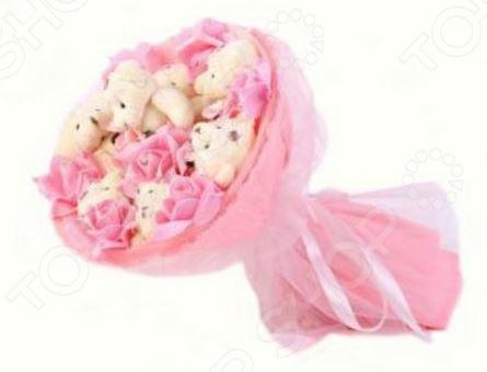 Букет из мягких игрушек Toy Bouquet Медвежата и розы B214-P7-R7P это не только прекрасная альтернатива традиционному цветочному букету, но и отличная возможность сделать любимому человеку оригинальный и запоминающийся подарок. Он отлично подойдет в качестве сувенирного подарка маме, подруге или любимой девушке. Букет выполнен в нежно-розовых тонах и украшен розочками и фигурками очаровательных плюшевых медвежат.