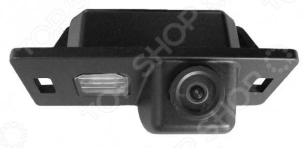 Камера заднего вида ParkCity PC-9549C это отличный выбор как для начинающих автомобилистов, так и для опытных водителей. Многие автолюбители уже успели по достоинству оценить всю практичность и удобство использования подобных устройств. Камера предназначена для безопасной парковки и движения машины задним ходом, что особенно актуально в непогоду и темное время суток. Модель совместима с автомобилями AUDI A4L,TT,A5,Q5 2009 . Угол обзора камеры составляет 170 градусов.
