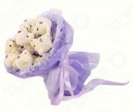 Букет из мягких игрушек Toy Bouquet Медвежата M703 это не только прекрасная альтернатива традиционному цветочному букету, но и отличная возможность сделать любимому человеку оригинальный и запоминающийся подарок. Он отлично подойдет в качестве сувенирного подарка маме, подруге или любимой девушке. Букет выполнен в нежно-фиолетовых тонах и украшен ленточками и фигурками очаровательных плюшевых медвежат.