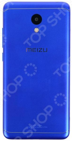 Смартфон Meizu M6 32GB представляет собой отличное сочетание цены, продуманного функционала и высокотехничной аппаратной начинки. Мощный 8-ядерный процессор, высокое разрешение экрана и интуитивной понятный интерфейс все это делает его прекрасным выбором для тех, кто всегда и везде хочет оставаться на связи, кто ценит качество, удобство и комфорт.  Особенности и преимущества  Скругленное 2.5D cтекло.  Сдвоенная вспышка и алгоритм подавления шумов.  IPS-дисплей обеспечивает прекрасную цветопередачу и сохранение четкость цветов даже при просмотре под углом.  Использование карт памяти при необходимости вы можете расширить память телефона до 128 Гб с помощью microSD карты.  Сканер отпечатка пальца расположен на передней панели, поможет защитить ваши данные от несанкционированного доступа.  С вниманием к деталям Особо хотелось бы отметить дизайн смартфона. Ему в данном случае было уделено особое и немалое внимание. Скругленные грани, плавные линии и максимально тонкий корпус пройти мимо просто невозможно! Корпус смартфона окрашен с помощью технологии вакуумной металлизации, что создает неповторимый эффект металлического блеска.