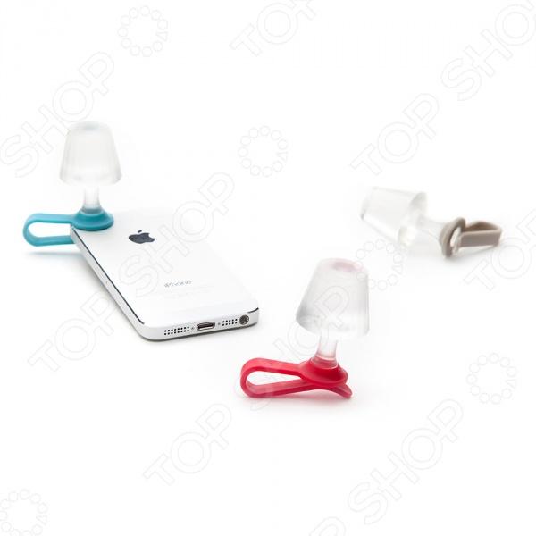Подсветка для мобильного телефона Peleg Design Luma необычный и оригинальный аксессуар, который поможет раскрыть новые возможности вашего гаджета. Этот крохотный ночник превратит ваш телефон в компактную настольную лампу. Чтобы ночник загорелся его следует прикрепить к телефону поверх фонарика, тогда при выключении загорится мягкое ночное освещение, которые не будет отвлекать вас от сна, а при первой необходимости поможет найти все необходимые мелочи на прикроватной тумбочке.