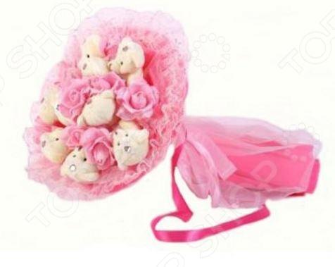 Букет из мягких игрушек Toy Bouquet Медвежата и розы B214-P9-R9P это не только прекрасная альтернатива традиционному цветочному букету, но и отличная возможность сделать любимому человеку оригинальный и запоминающийся подарок. Он отлично подойдет в качестве сувенирного подарка маме, подруге или любимой девушке. Букет выполнен в нежно-розовых тонах и украшен розочками и фигурками очаровательных плюшевых медвежат.