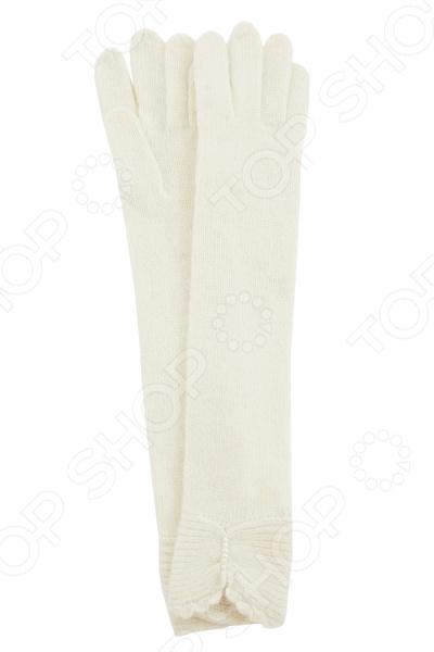 Перчатки Fabretti Рикарда стильный аксессуар для холодного времени года, который не только спасет ваши руки от холода, но и подчеркнет оригинальность образа. Они выполнены из мягкого приятного на ощупь полотна, удобны в повседневном использовании. Прекрасно сочетаются с зимней одеждой.  Стильные удлиненные перчатки из вязаного трикотажа. Вывязаны лицевой гладью.  Трикотажное полотно хорошо тянется и комфортно в носке.  Перчатки декорированы ажурной вязкой по краю и бусинами под жемчуг.  Не имеют подкладки.