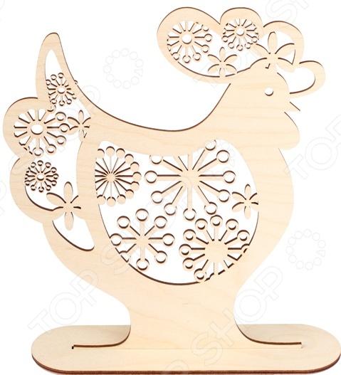 Форма декоративная на подставке Buratini Петух с цветочным ажуром качественное изделие из фанеры, используется для ручного творчества. Поверхность заготовки не окрашена, благодаря тщательной шлифовке оно сразу же может декорироваться без дополнительной подготовки. Украшенная вашими собственными руками статуэтка станет прекрасным дополнением домашнего интерьера, привнесет в него тепло, комфорт и уют. При необходимости дополнения заготовки какими-либо декорирующими элементами лучше всего использовать строительный клей ПВА. Размер готового изделия 197х220 мм. Толщина 3 мм.