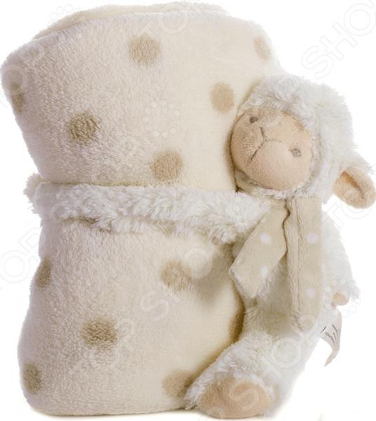 Плед детский с игрушкой 299224 замечательное дополнение для детской комнаты, которое привнесет в нее уют и комфорт. Комплект 2 в 1 приведет вашего малыша в неподдельный восторг и подарит море положительных эмоций. Ведь мягкий плед дополнен милой игрушкой, которая будет охранять сон ребенка и станет его преданным другом. Плед выполнен из высококачественного полиэстера. Этот материал очень приятен на ощупь, практически не мнется и не выцветает, отлично сохраняет тепло, создавая комфортные условия для отдыха и сна. Полиэстер прекрасно переносит как ручную, так и машинную стирку, не скатываясь и не теряя изначальную форму. Он легко очищается от пыли и загрязнений, достаточно быстро сохнет. Плед представлен в приятном бежевом цвете, дополнен узором в виде горошка. Он станет органичной частью интерьера детской комнаты, сделает ее еще более комфортной и обязательно согреет ваше чадо в холодное время. При необходимости плед всегда можно свернуть и оставить на хранение игрушечному барашку, надежно зафиксировав изделие между его лапками.