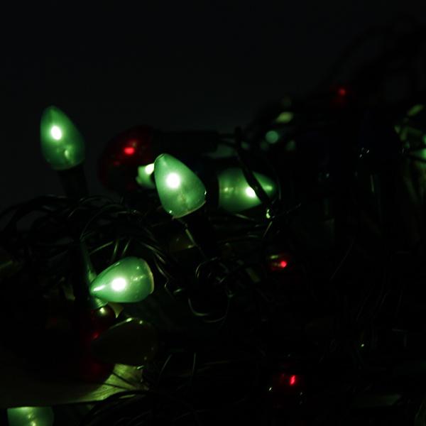 Зимние праздники самые любимые и долгожданные и это не удивительно, ведь Рождество и Новый Год это всегда ожидание чего-то невероятного, сказочного и волшебного и для того, что бы это волшебство не рассеялось в ежедневных заботах и хлопотах стоит уделить особое внимание украшению интерьера. Дополните традиционную ёлку рождественскими композициями, венками, свечами, гирляндами и конечно не забудьте о праздничном декорировании фасада дома. Гирлянда электрическая Новогодняя сказка Свечи NS97797 оригинальное рождественское декоративное украшение, которое в сочетании с елкой довершит чудесное преобразование интерьера перед праздником. Гирляндой можно украсить окна или большую ель, окутав ее лампочками. В вечернее и ночное время гирлянда будет светить приятным светом, наполняя помещение праздничным мерцанием. Пусть ваш дом засияет праздничными огнями и заиграет яркими красками и тогда грядущий год непременно принесет в вашу семью счастье и радость.