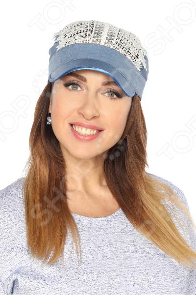 Бейсболка Солнечный день это стильный головной убор, который идеально подойдет для завершения вашего образа. Вне зависимости от стиля одежды вы можете использовать эту бейсболку, ведь она будет прекрасно смотреться и с выходным нарядом, и с повседневной одеждой. Этот оригинальный головной убор подчеркнет вашу изысканность и индивидуальность.  Элегантный головной убор из натурального дышащего материала.  Завязки сзади регулируются по размеру головы.  Верхняя часть выполнена из льняного кружева.  Козырек препятствует попаданию прямых солнечных лучей на лицо.  Изделие произведено в России. Льняная бейсболка будет долго радовать вас своим видом, если соблюдать условия хранение и чистки. Не стоит хранить ее на полке или подвешенной на крючок. Для этого существуют специальные формы. Регулярно очищайте изделие от пыли, используя мягкую щетку.