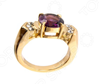 Кольцо с центральным кристаллом цвета аметиста овальной алмазной огранки, закреплен четырьмя крапанами, слева и справа по три круглых кристалла кастовой закрепки. Изысканное украшение привлекающее внимание глубоким и насыщенным цветом центрального кристалла.  Кольцо, имеет покрытие 24 К золота, выполненное методом гальванопластики. В бижутерии очень важно, чтобы изделия имеющие контакт с телом не вызывали аллергию, поэтому все украшения покрыты драгоценными металлами: золото, серебро, родий. Существует два способа нанесения драгоценного металла на основу напыление и гальванический метод. Напыление не создает прочного слоя, а всего лишь придает изделиям золотой или серебряный блеск. Такое покрытие не может быть устойчивым и быстро стирается. Гальванический метод позволяет наносить толстый слой, который гарантирует прочность и долговечность покрытия.